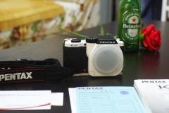800元包邮,宾得PENTAX K-01自用的,出让,成色良好,黑白 色,说明书电池齐