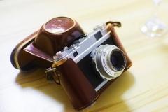 458元,九成新法国FOCA旁轴相机,镜头为4.5cm/2.8,配原装皮套