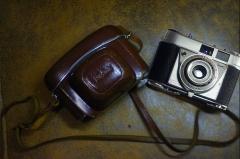 成色良好,安琴45mm/3.5+柯达Retinette F旁轴相机,原装皮套,功能正常