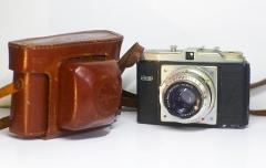 950元德国恩娜ENNA 8CM/2.9大光圈红C镜头+Dacora中画幅相机,正常拍摄,原装皮套