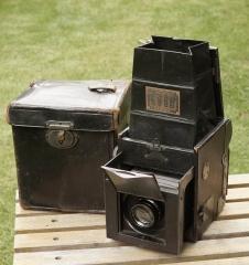很多古董相机书封面上的机器---- Graphic Graflex Auto Graphic Jr