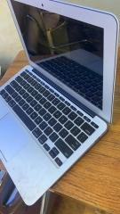 带背光键盘的超薄笔记本macbook air