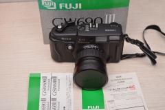 卖器材筹旅费:富士GW690 III 3代旁轴 6X9 相机