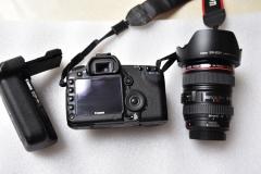 这么好成色的佳能5D2,你可以抱着睡了,带24-105镜头