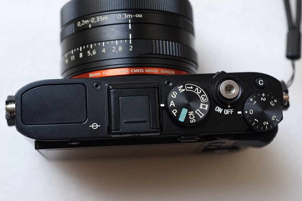 索尼RX1R,3600万全画幅,蔡司35 F2镜头。口袋黑卡。
