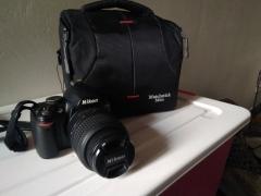 尼康D3000单反相机 带原装防抖镜头 原装配件全 带小三脚架