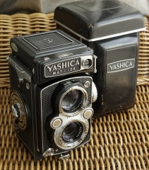 YASHICA MAT 124(后组脱胶)