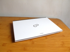 白色的诱惑,富士通SH54/K,超薄屏幕轻便笔记本。